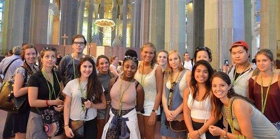 Nos étudiants entrain de visiter la Sagrada Familia